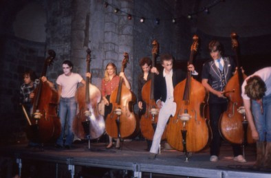 """1982 Orchestre de contrebasses ; """"C'est quand ça va dans l'aigu que ça devient grave."""""""